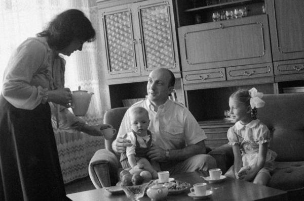 Владимир Васютин родился  в городе Харькове Украинской ССР