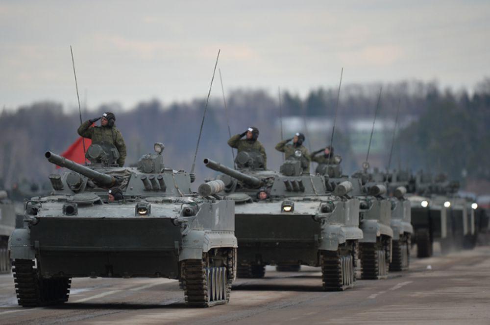 Боевые гусеничные плавающие машины БМД-4М.