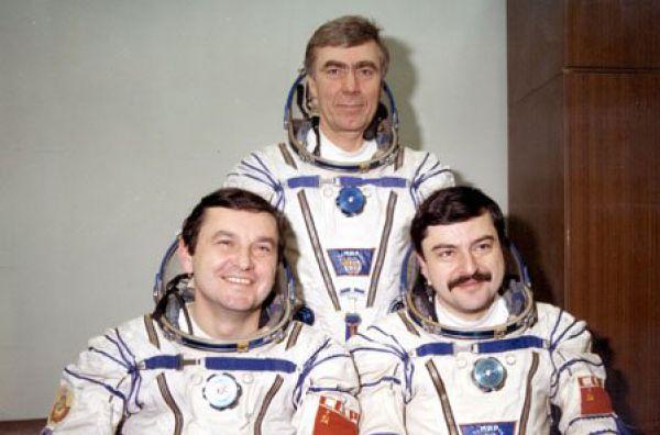 Анатолий Левченко родился  в городе Краснокутске Харьковской области