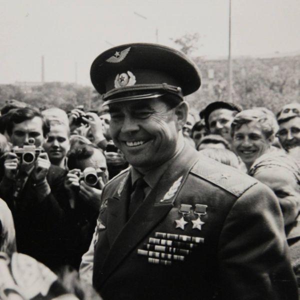 Георгий Береговой родился в селе Федоровка ныне Карловского района Полтавской области