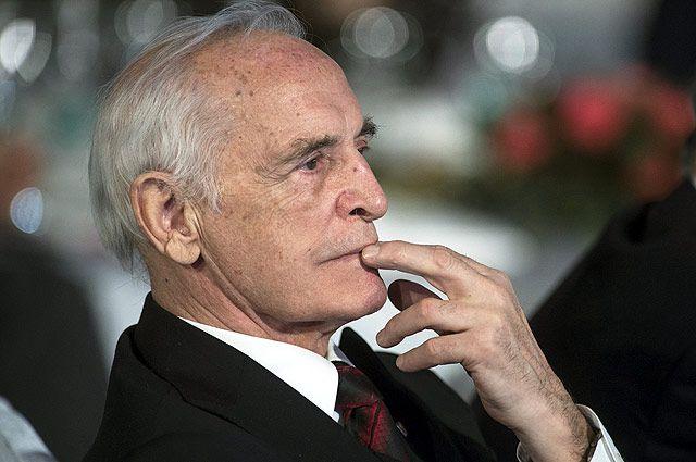 Василий Лановой.