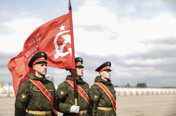 Участники знаменной группы Московского гарнизона Центрального военного округа.