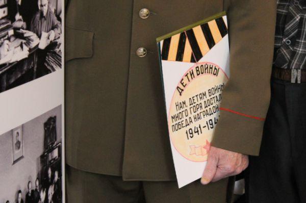 Среди прочих экспонатов выставки – девять персональных личных карточек узников Ламсдорфа. Все они – уроженцы Воронежского края.