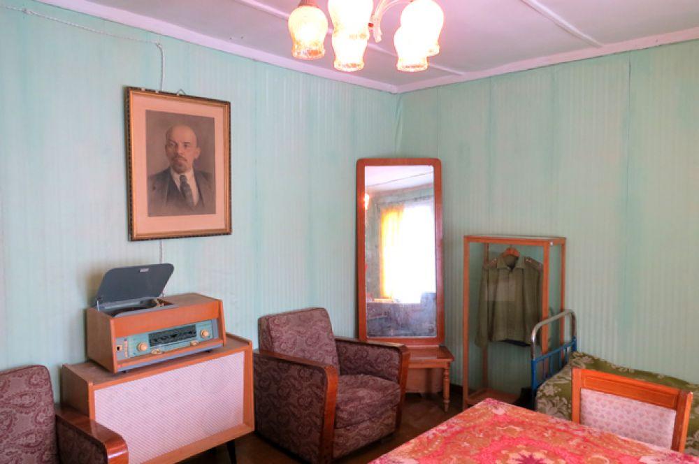 В домике, где жил Гагарин перед историческим стартом.