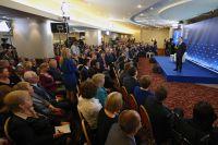 Председатель правительства РФ Дмитрий Медведев выступает на форуме