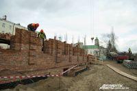 Строительство собора идёт высокими темпами.
