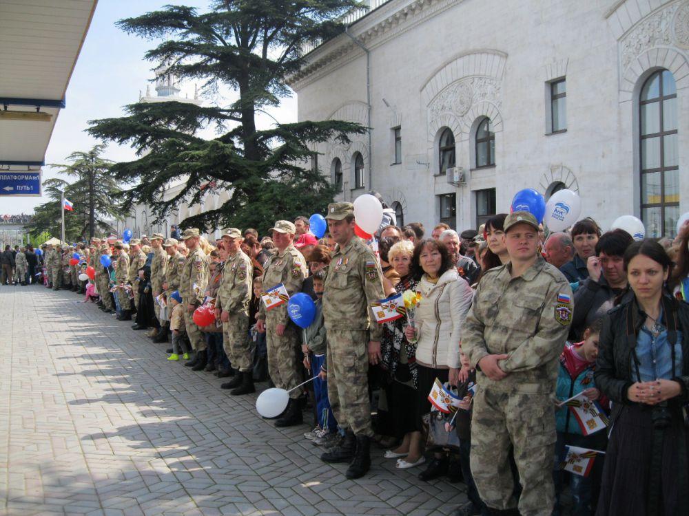 Его встречали сотни горожан и гостей крымской столицы