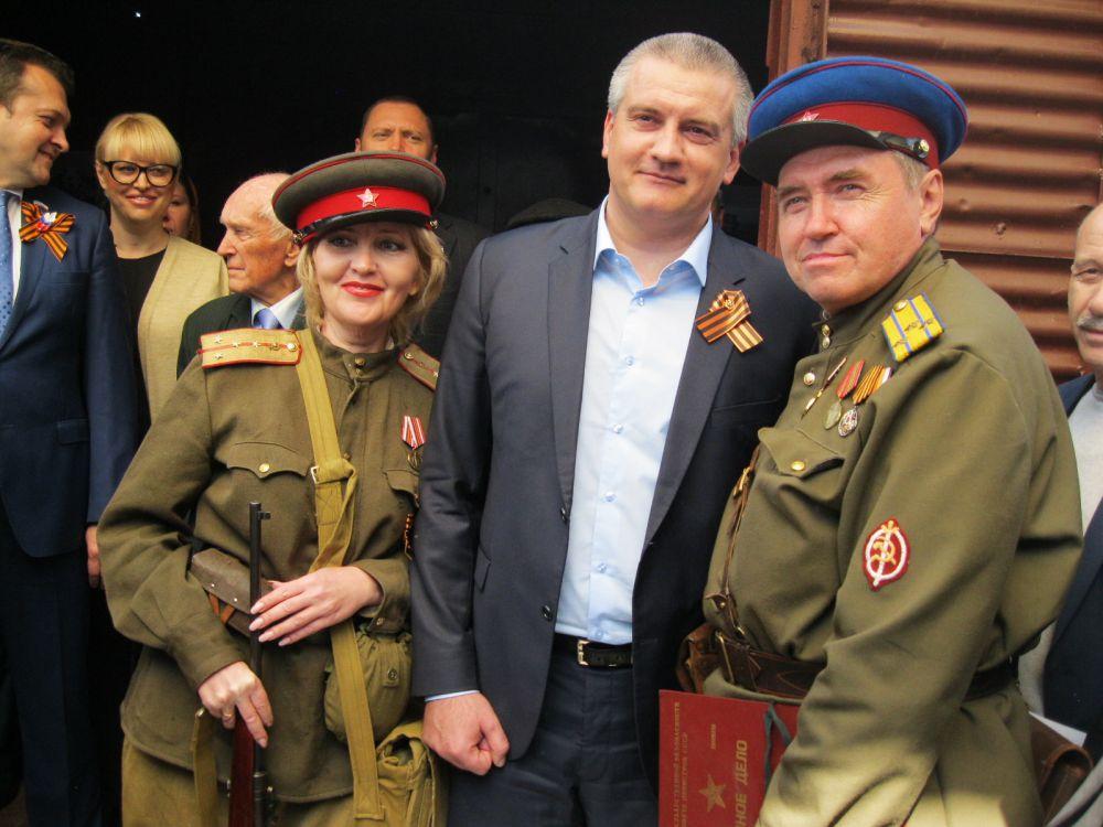 Глава Крыма Сергей Аксёнов одним из первых посетил музей в Поезде Победы