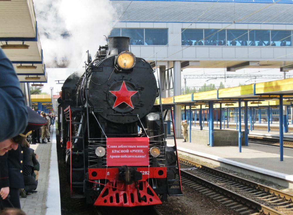 «Поезд Победы»13 апреля прибыл на первый перрон железнодорожного вокзала Симферополя