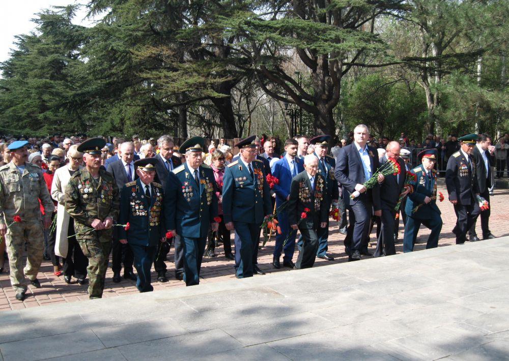 В церемонии также принял участие крымский премьер Сергей Аксенов