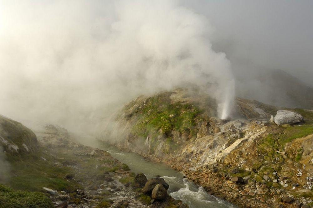 Извержение гейзера Жемчужный.