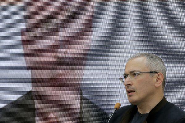 Впервые за 11 лет в рейтинг попал бывший глава ЮКОСа Михаил Ходорковский. Его состояние также оценивается в $500 млн, он занял 170-ю строчку рейтинга.