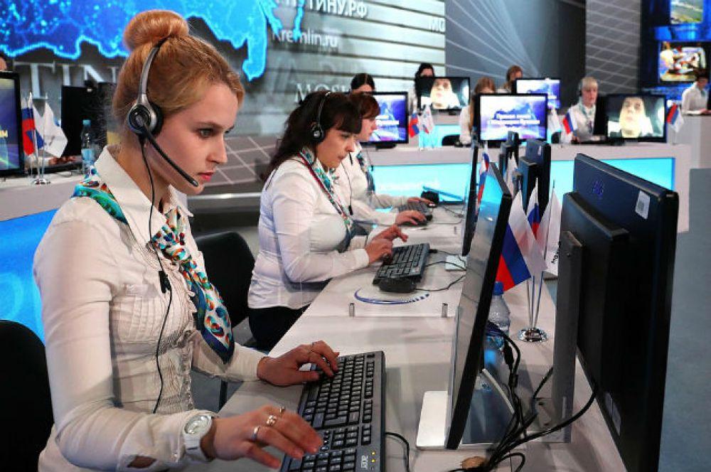 Началась она необычно - в коол-центре, где телефонистки принимали вопросы прямом в прямом эфире.