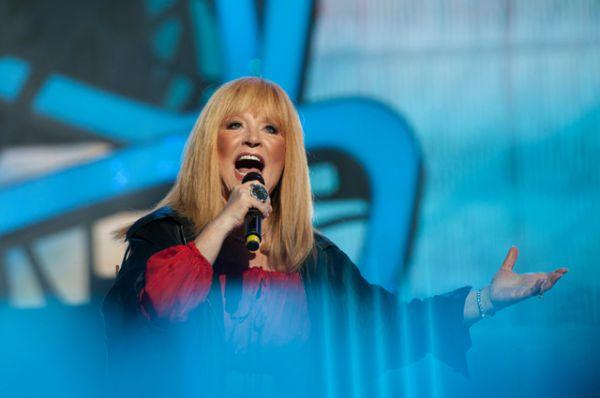Певица Алла Пугачёва выступает на гала-концерте, посвященном закрытию конкурса молодых исполнителей популярной музыки «Новая Волна 2015» в Сочи.