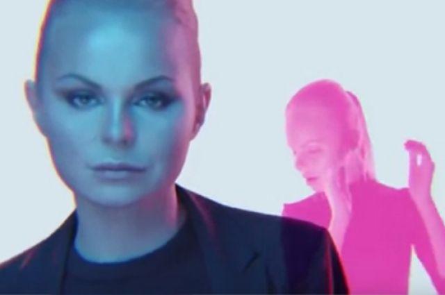 Кадр из клипа Алисы Вокс.