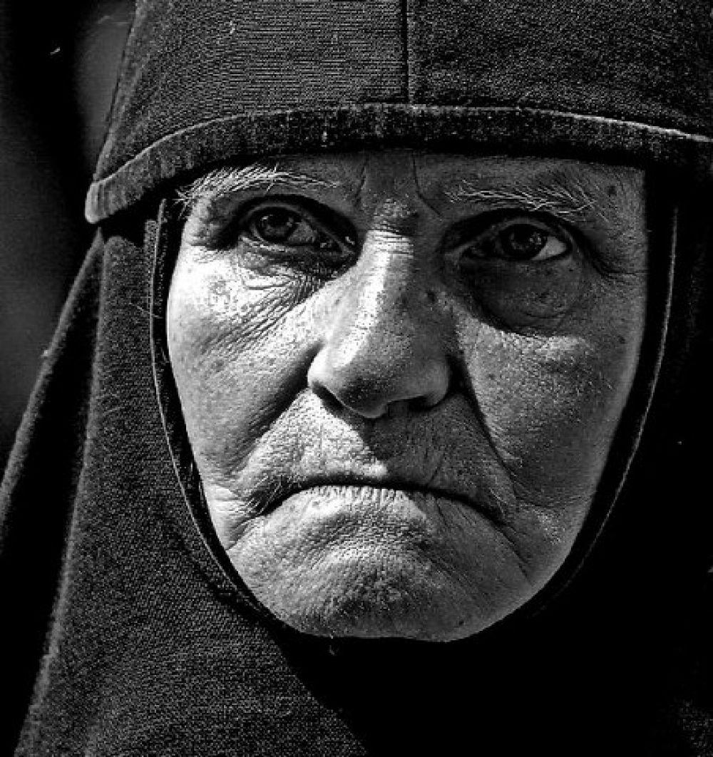Взгляд сильной женщины.
