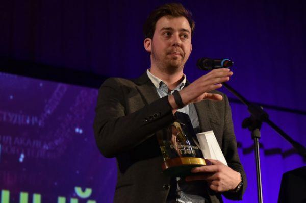 Стажировку в компании «Космос фильм» пройдет победитель в номинации «Звукорежиссер телевизионной программы/фильма» Сергей Власов из Москвы.