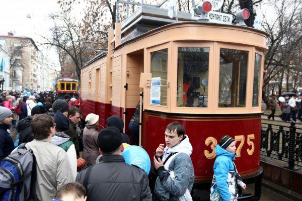 Ежегодный праздник московского трамвая на Чистопрудном бульваре.