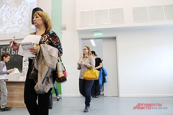 В НГУ площадка диктанта самая популярная в Новосибирске, ведь здесь диктует автор.