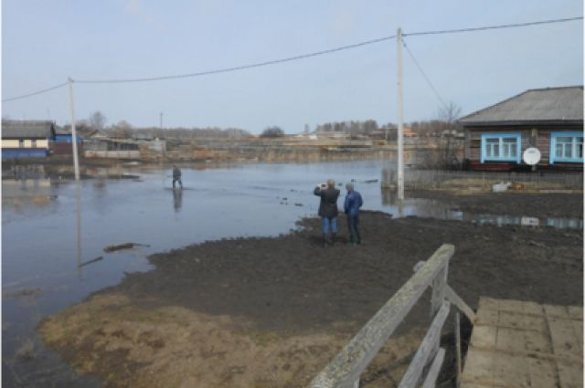 На реке дежурят спасатели