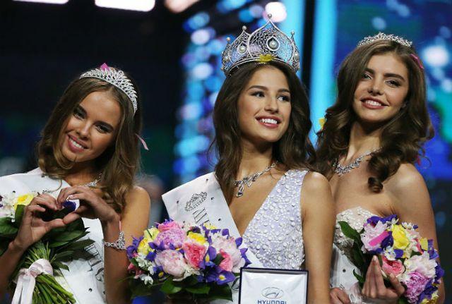 Слева направо: вице-мисс Россия Юлиана Королькова из Оренбургской области,