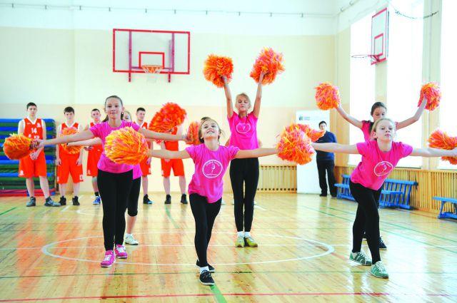 Детишкам из Красноярской лесной школы о таком спортзале остаётся только мечтать.