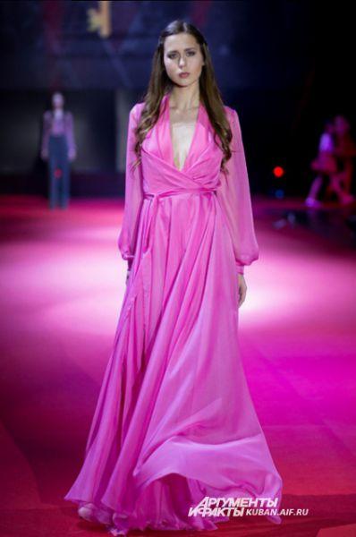 Струящееся вечернее платье от Анастасии Заречной.