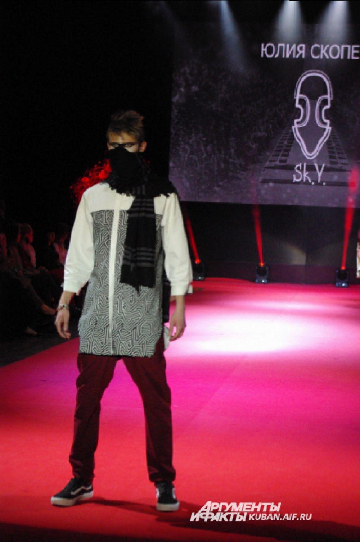 Еще один дерзкий образ с шарфом от Юлии Скопец.