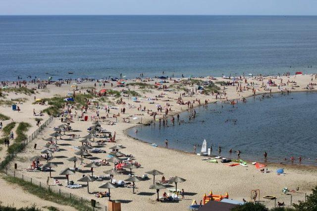 Пляж Янтарного первым в России получил престижную награду «Голубой флаг».