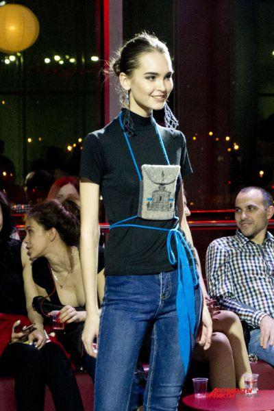 Нурия Скрипак представила коллекцию сумок с принтами в виде волгоградских пейзажей.