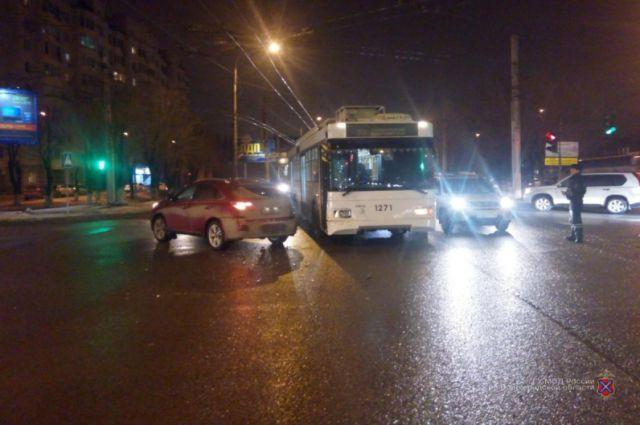 На пассажира троллейбуса напали