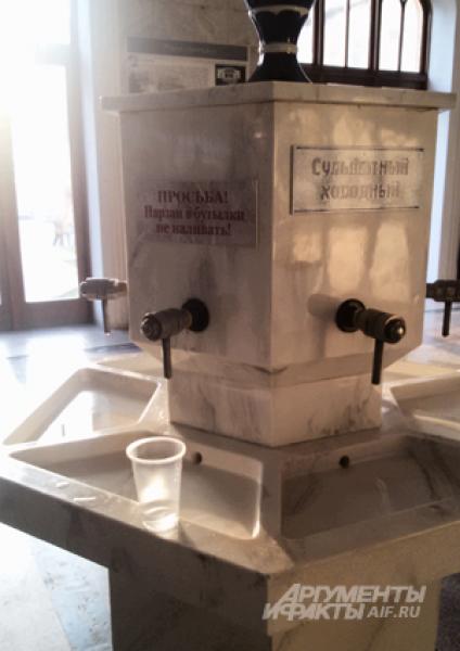 Нарзан (в переводе «напиток богатырей») – главное богатство Кавказских минеральных вод. Вода от таяния эльбрусских родников через трещины проникает в землю и «созревает» (насыщается минералами) там в течение 14 месяцев.