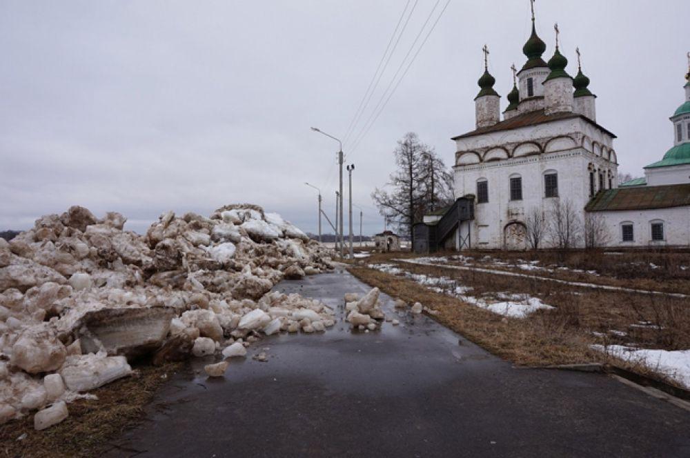 Начальник ГУ МЧС России по Вологодской области Василий Балчугов доложил, что подрывные работы ведутся в районе населенного пункта Демьяново.