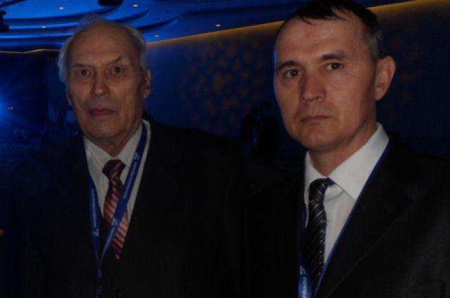 Аркадий Лабинов слева