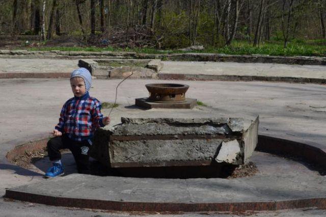 «Вечный огонь» в ростовском парке им. Островского заброшен.