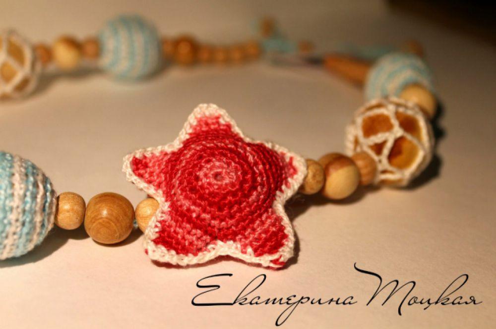 Для каждой участницы Екатерина связала бусы в любимой цветовой гамме. Эти теперь принадлежат Юлии Сайфутдиновой из Челябинска.