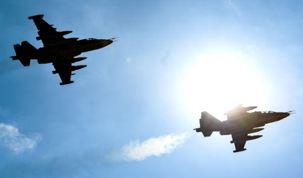 Штурмовики Су-25 во время совместной тренировки групп парадного строя авиации к Параду Победы.