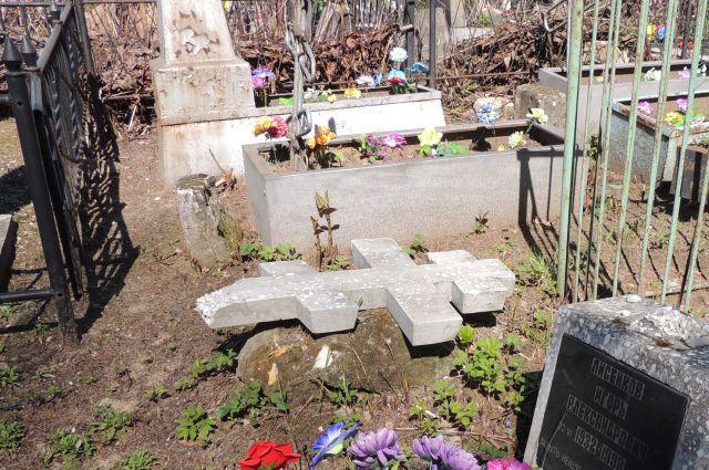 Заброшенные могилы приведут в порядок