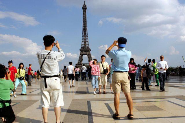 Гуляя по Парижу, можно стать героем.