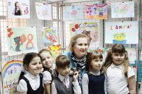 Татьяна Есипова с трепетом вглядывалась в детские рисунки
