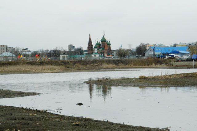 Панорама с правого берега Которосли, от устья Титовского ручья.