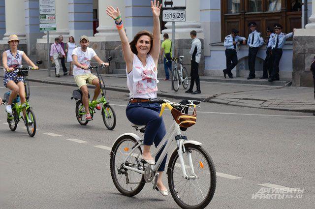 А для женщин велосипед  безопасен.