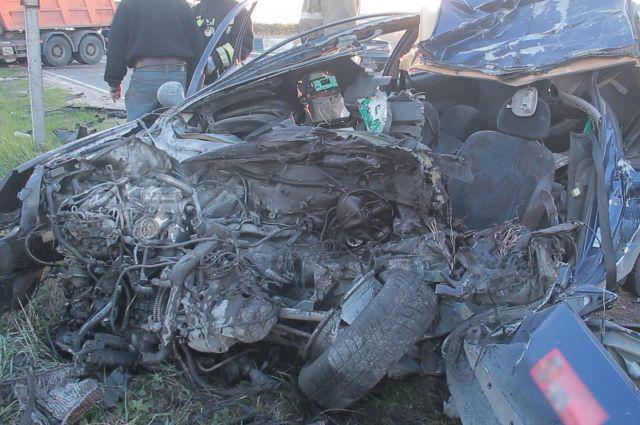 В ДТП с грузовиком на трассе Калининград-Мамоново выжил пассажир легковушки. Водитель погиб.