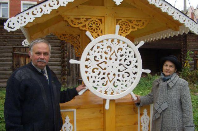 Геннадий Лопатин оформил колодец на территории дома-музея Салтыкова-Щедрина.