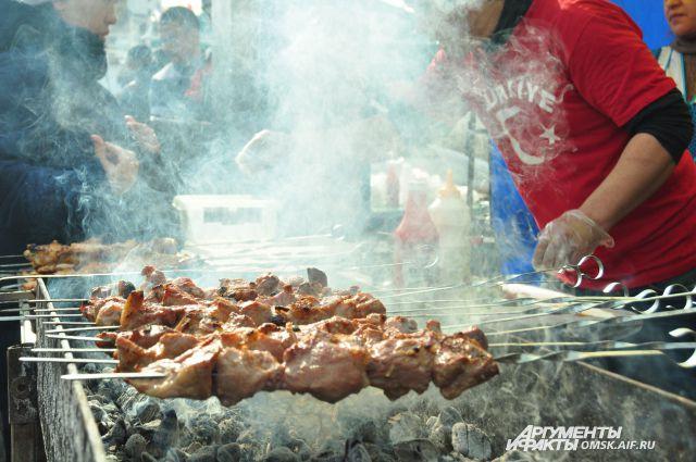 В приготовлении шашлыка важно всё: и мясо, и угли, и маринад.