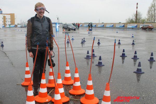 Специальные очки позволяют ощутить все риски вождения в нетрезвом виде