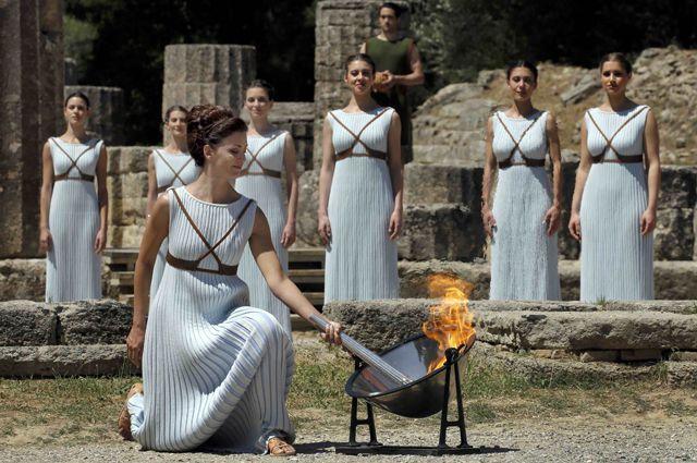 Зажжение олимпийского огня в Греции 21 апреля 2016 года.