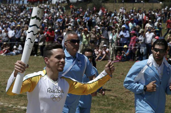 Элефтериос Петруниас - первый факелоносец в эстафете Олимпийского огня.
