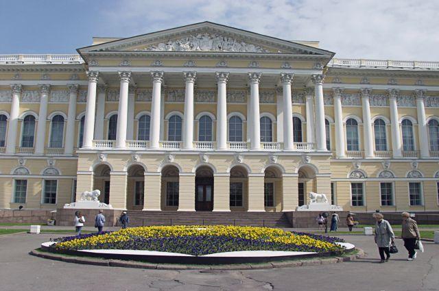 Главное здание Русского музея (Михайловский дворец) в Санкт-Петербурге