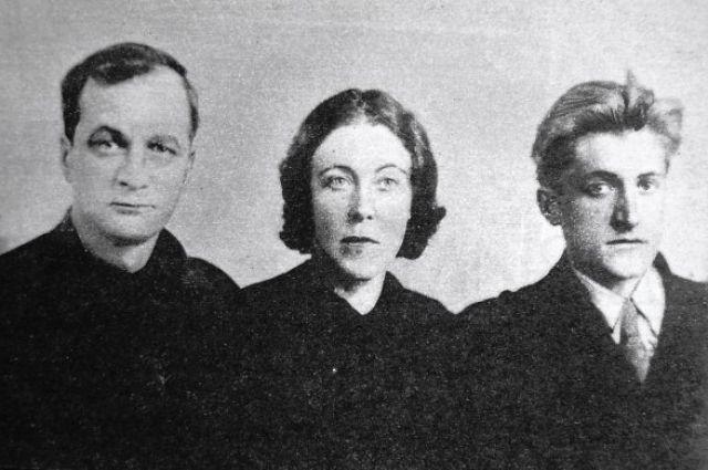 Андрей Платонов с женой и сыном